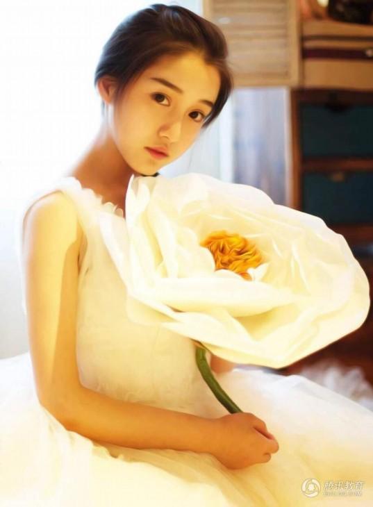51_ve-dep-cua-nu-phu-thuy-18-tuoi-khien-dan-mang-day-song