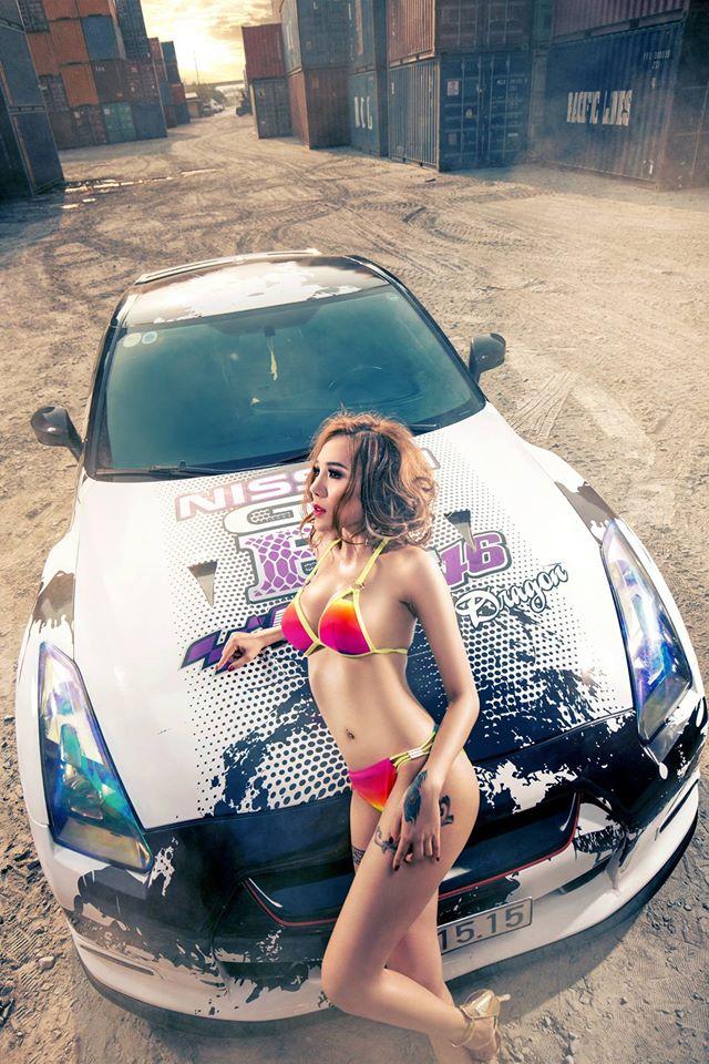 hot-girl-sai-thanh-dien-bikini-nong-bong-ben-xe-nissan-gt-r-autof5-9