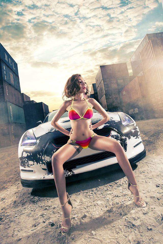 hot-girl-sai-thanh-dien-bikini-nong-bong-ben-xe-nissan-gt-r-autof5