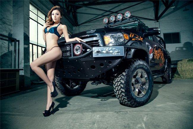 nguoi-dep-hai-manh-lot-khe-sexy-ben-xe-ban-tai-autof5-10