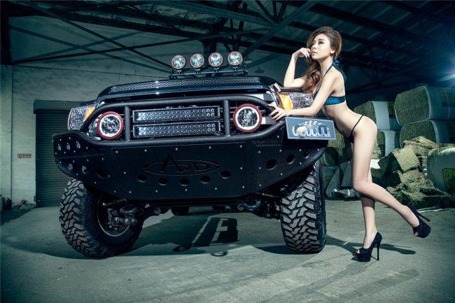 nguoi-dep-hai-manh-lot-khe-sexy-ben-xe-ban-tai-autof5-11