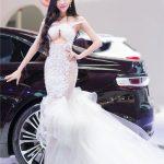 nhung-nu-hoang-xinh-dep-ho-bao-ben-xe-hop-bac-ty-20657