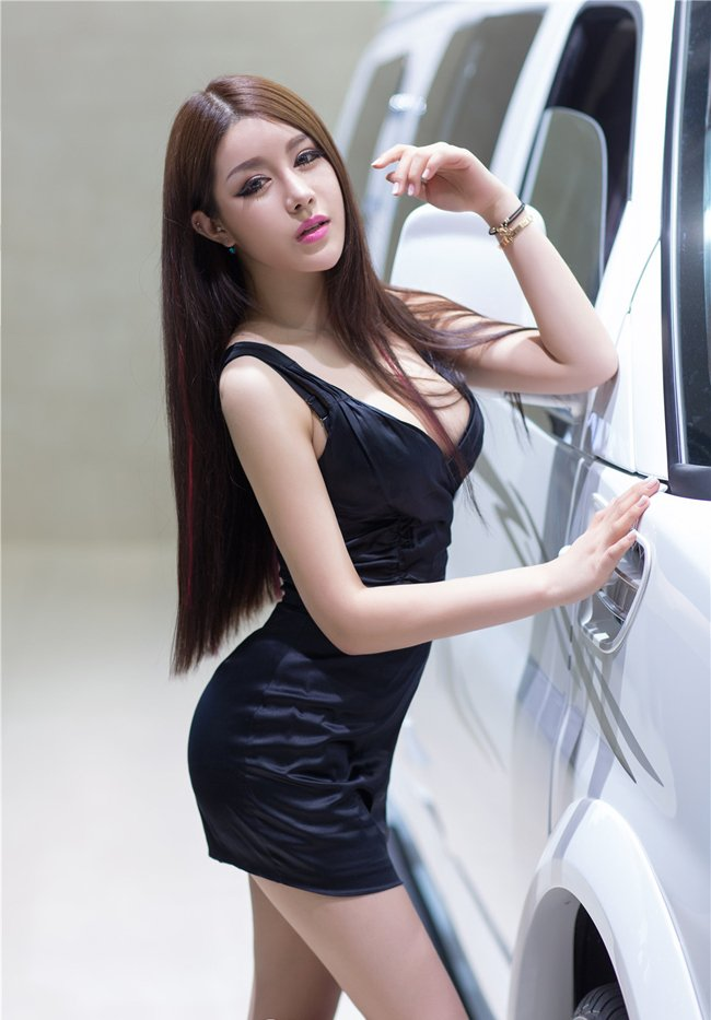 nhung-nu-hoang-xinh-dep-ho-bao-ben-xe-hop-bac-ty-20657-6